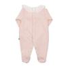 Vista de costas de babygrow de bebé rosa com bolinhas em relevo e gola em tecido.