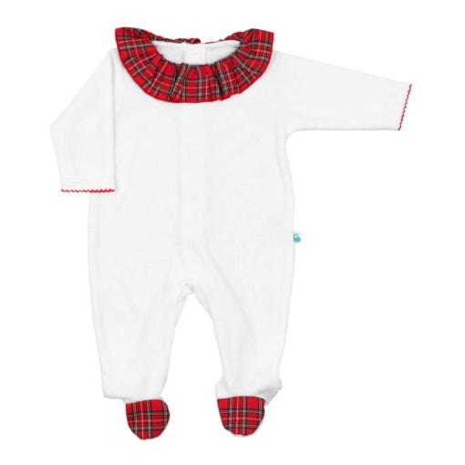 Babygrow de bebé branco com a gola e os pés em tecido xadrez de tons vermelhos.
