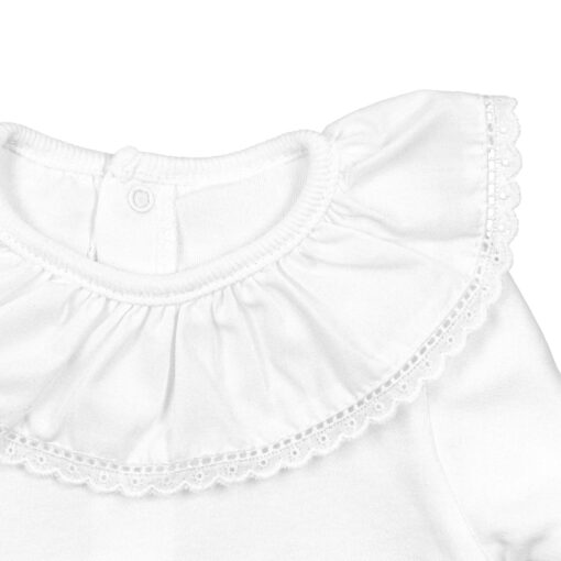 Gola de body de bebé em tecido com bordado inglês.