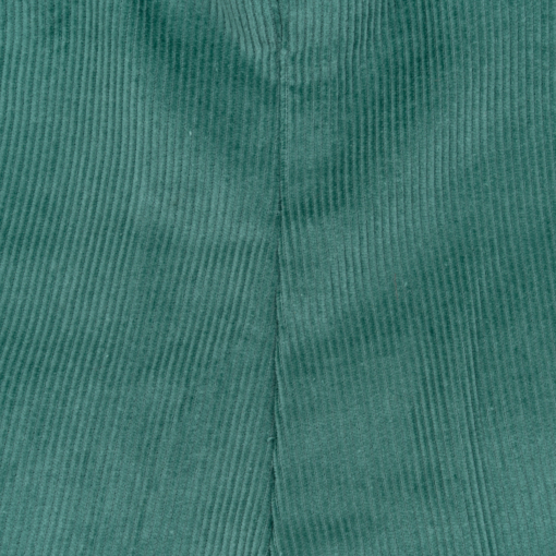 Pormenor Calções bebé com alças amovíveis. Tecido em Bombazine Verde.