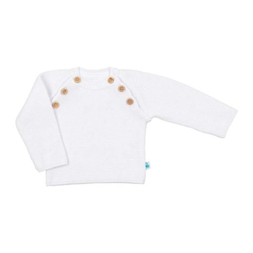 Vista de frente camisola branca para bebé. Aperta de cada lado com 3 botões de madeira.