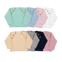 Conjunto de oito camisola de malha de bebé em diferentes cores.