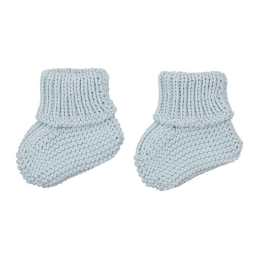 Carapins de bebé azuis claros feitos em malha de algodão.