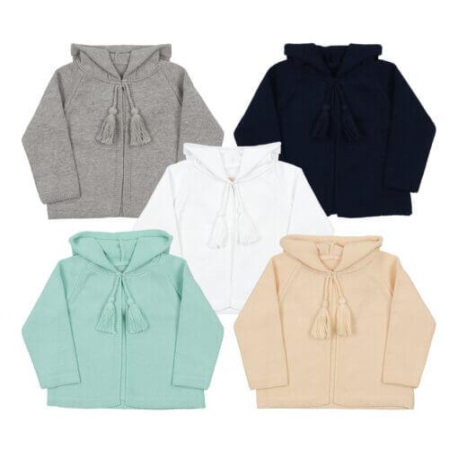 Conjunto de cinco casacos de malha para bebé com carapuço.