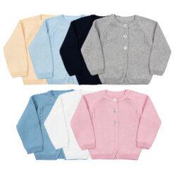 Conjunto de sete casacos de malha para criança.