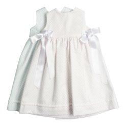 Cueiros para bebé recém nascido branco com pintas azuis e ros claro.