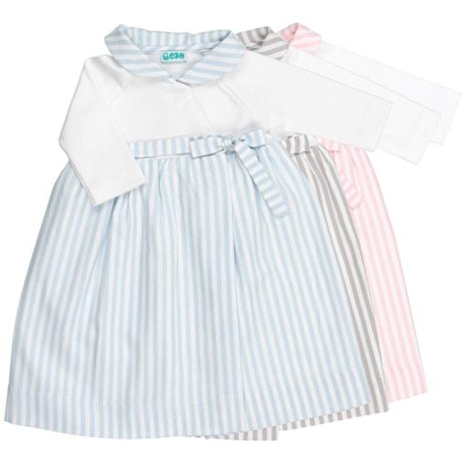 Conjunto de três cueiros de bebé com riscas cinzentas, rosa ou azuis.
