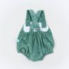 Vista Trás fofo de bebé em bombazine verde.