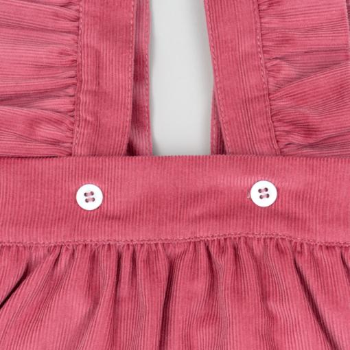 Pormenor saia de peito de bebé em bombazine cor de rosa.