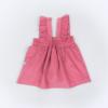 Vista trás saia de peito de bebé em bombazine cor de rosa.