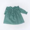Vista Trás Vestido de bebé em bombazine verde.