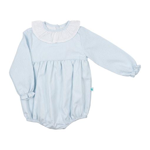 Fofo de bebé com as mangas compridas feito em tecido de algodão azul com riscas brancas. Tem gola em tecido.