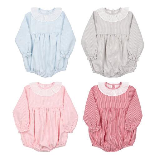 Conjunto de quatro fofos de bebé com as mangas compridas feito em tecido de algodão de várias cores com riscas brancas. Tem gola em tecido.