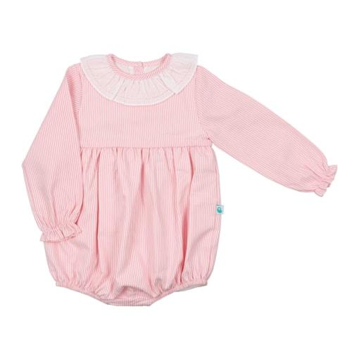 Fofo de bebé com as mangas compridas feito em tecido de algodão rosa com riscas brancas. Tem gola em tecido.