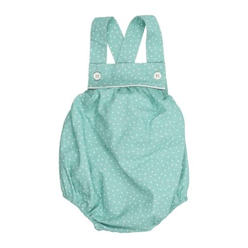 Fofo de bebé em tecido de algodão verde claro com um padrão de estrelas brancas estampado. Tem botões de massa branca nas alças.