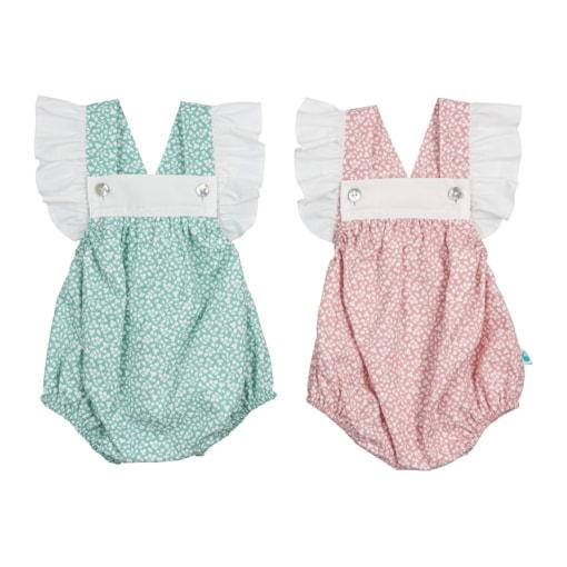 Conjunto de dois fofos de bebé verde e rosa com flores brancas e folhos nas alças.