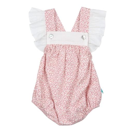 Fofo de bebé rosa com flores brancas e com folhos nas alças.