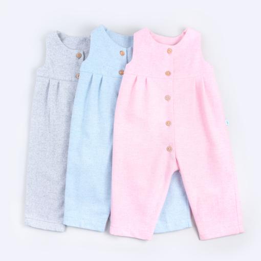 Jardineiras de Fazenda para bebé em cor de rosa, azul e cinza.
