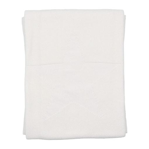 Manta para bebé branca feita em algodão. Tem uma estrela no centro em relevo.
