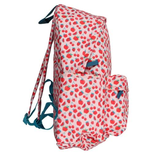 Vista de lado de mochila de criança com frutos vermelhos.