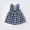 Vista Trás Saia de Peito de bebé em tecido xadrez e com folho nas alças.