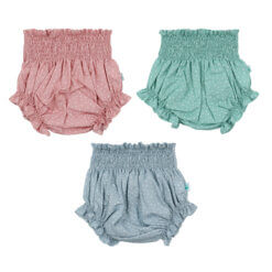 Conjunto de três tapa fraldas de bebé em tecido de algodão com estrelas brancas estampadas.