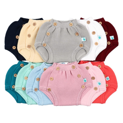 Tapa fraldas de bebé em malha em várias cores.