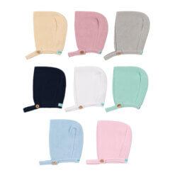 Conjunto de oito toucas em malha para bebé.