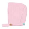 Touca de bebé em malha de cor rosa claro.