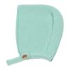 Touca de bebé em malha de cor verde claro.